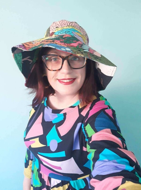 This is Australia and Aussie birds 2 way hat - Wearing shape up dress