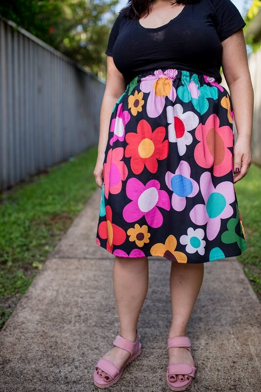 black_retro_bloom_cotton_skirt_close_up